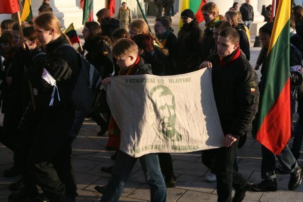 Patriotiško jaunimo eitynės patriotizmu neapsiribojo (papildyta)