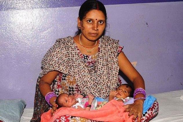 Indė su dviem gimdomis susilaukė dviejų sūnų
