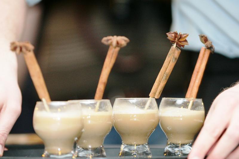 Kavos puodelio kultūra – kelias į nutukimą?
