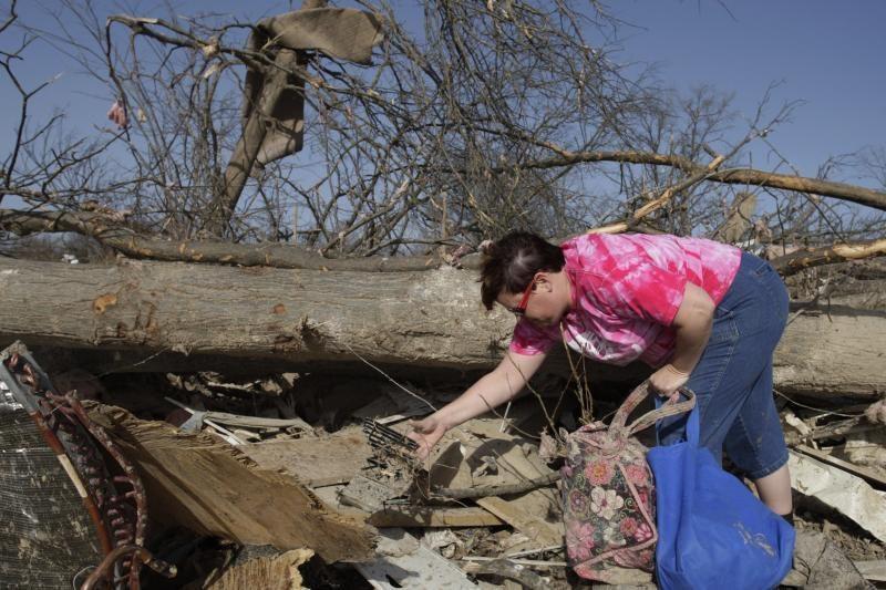 JAV vidurio vakaruose tornadai nusinešė devynias gyvybes