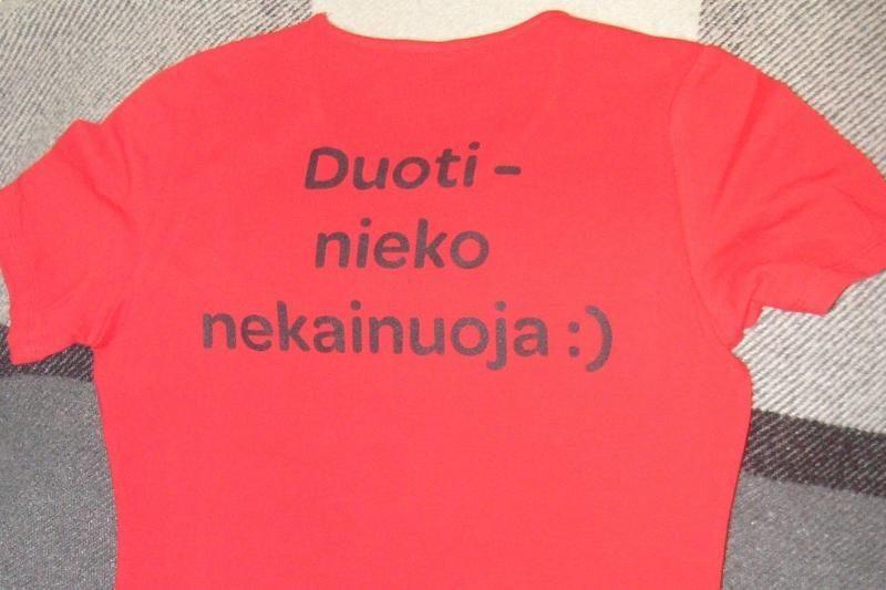 Kraujo donorė sutriko, gavusi dviprasmiškus marškinėlius