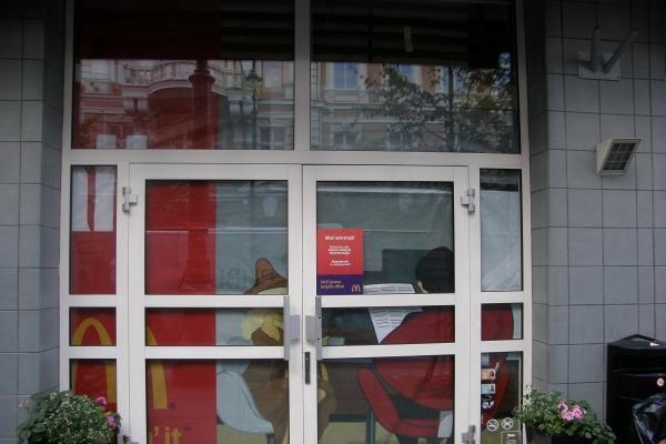 """Uždarytos """"McDonald's"""" durys neatbaidė vilniečių nuo greitojo maisto"""
