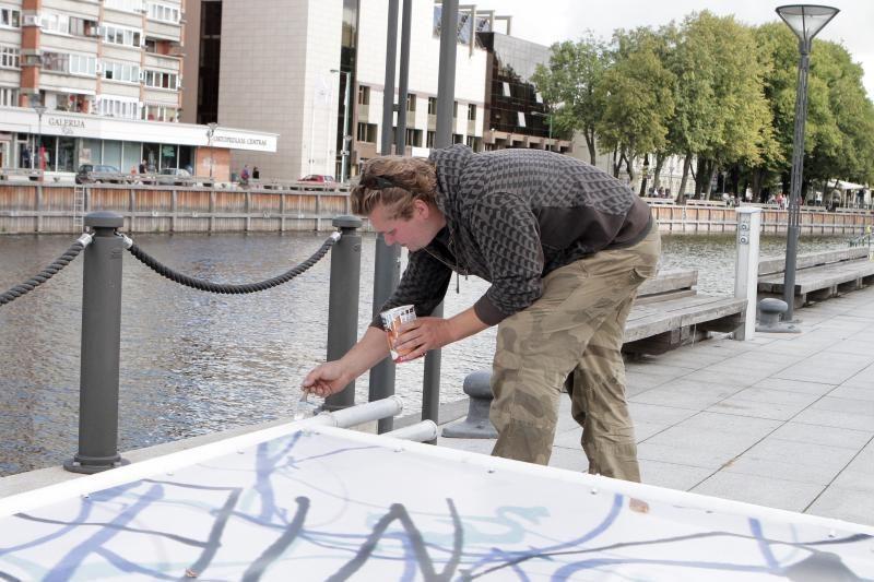 Kaligrafijos menas Klaipėdoje supasi ant burių