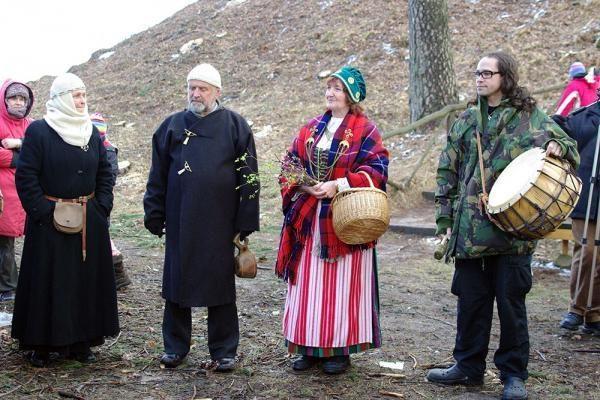 Lygiadienis ant Pūčkorių piliakalnio