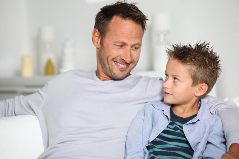 Ką reikia žinoti, jei susitikinėjate su vienišu tėčiu