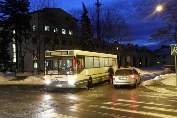 Autobuso vairuotoją suklaidino posūkio signalas