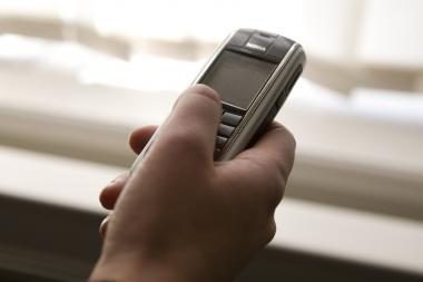 Vilniuje iš vaikinų užpuolikai atėmė mobiliuosius telefonus