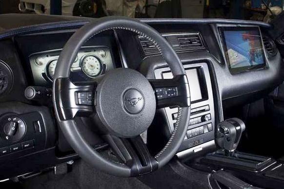 """""""West Coast Customs"""" ir """"Microsoft"""" pristatė """"Ford Mustang"""" viziją"""