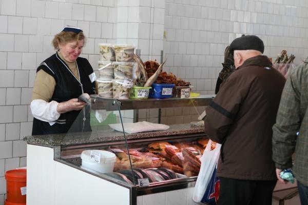 Turgaus pardavėjams dovanojo pirštines