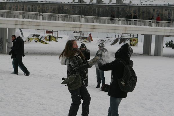 Už pasimėtymą sniegu - bauda ir savivaldybės įspėjimas