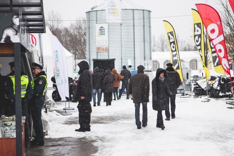 """Žemės ūkio paroda """"Ką pasėsi... 2013"""" prasidėjo įspūdingomis spūstimis"""