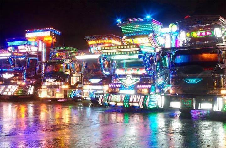 """Japonų per ryškiai papuoštoms """"fūroms"""" uždrausta važinėti gatvėse"""