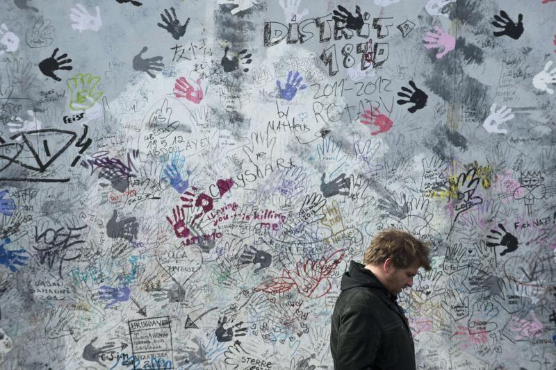 Nugriautas dar vienas išlikusios Berlyno sienos fragmentas