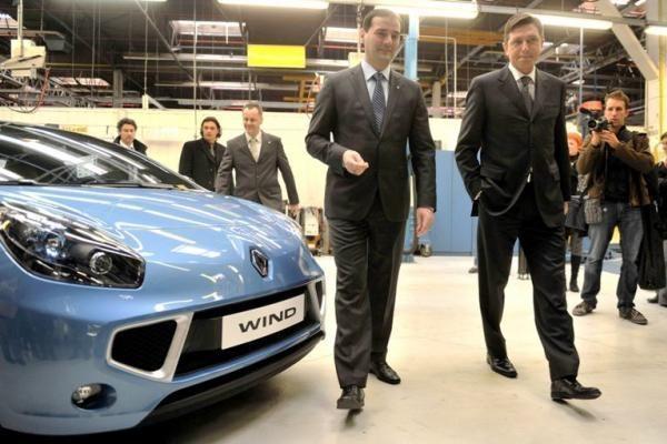 """""""Renault"""" mainais į naują automobilį pasiūlė britams... nusirengti"""