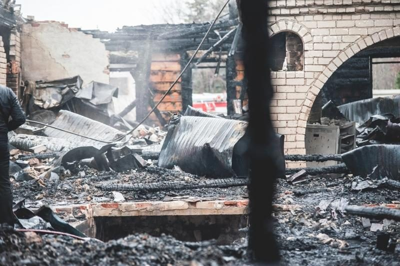 """""""Bajorkiemį"""" prarijo ugnis, įtariamas tyčinis padegimas"""
