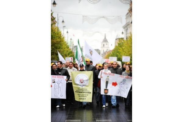Prie Vyriausybės - pareigūnų protesto akcija