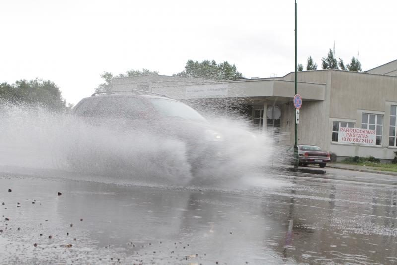 Prapliupus lietui, tvino Klaipėdos gatvės (papildyta)