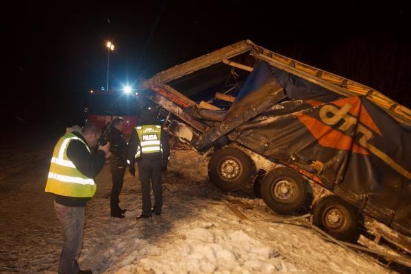 Vilniuje sunkvežimiui nulėkus nuo skardžio, žuvo jo vairuotojas