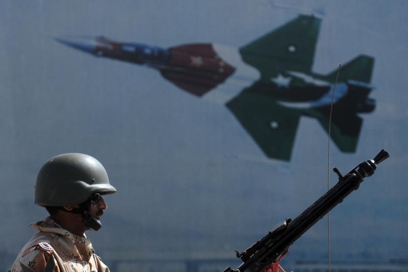 NATO surengė retą dieninį antskrydį Tripolyje