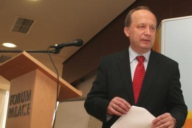 A.Kubilius: socialinės išmokos ilgalaikiams bedarbiams artimiausiu metu nebus mažinamos