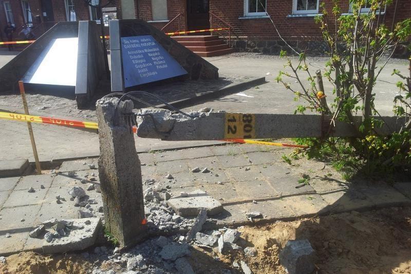 Darbėnuose šalia elektros linijos vykdytų darbų sužaloti praeiviai