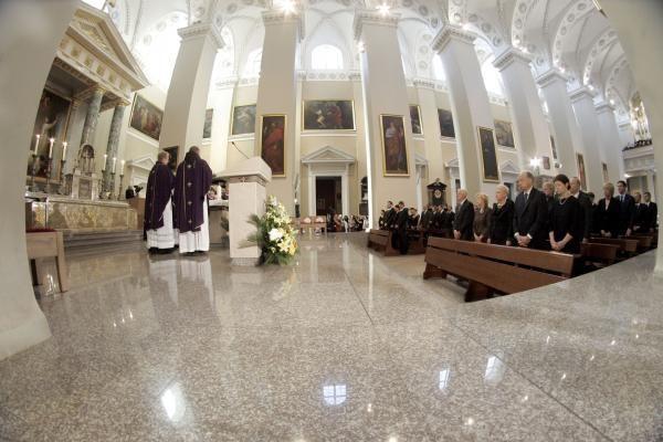 Arkikatedroje su A.Brazausku Lietuva atsisveikino malda