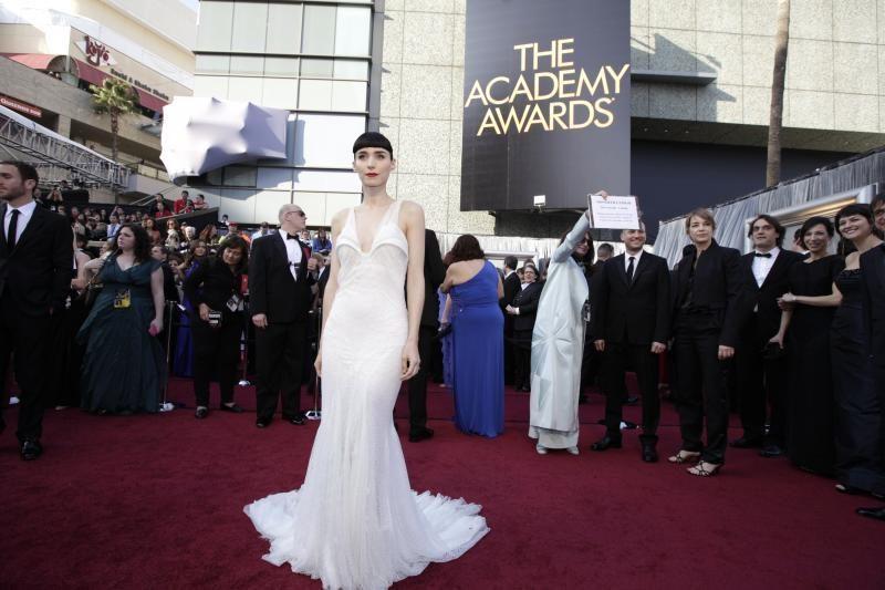"""""""Oskarai"""": nauji veidai demonstravo senąjį Holivudo spindesį"""