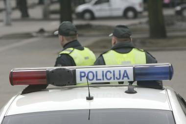 Policijos vadas: 2011-aisiais pareigūnų atlyginimai nedidės