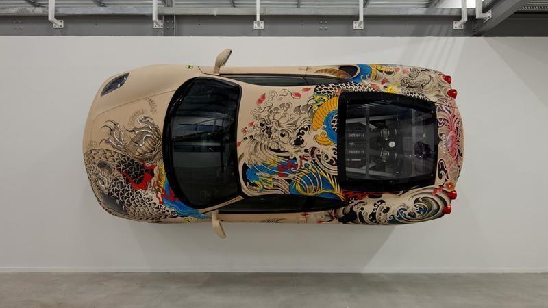 """""""Ferrari F430"""": aptrauktas """"žmogaus oda"""" ir tatuiruotas (foto)"""