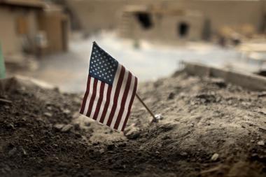 Afganistane per sprogimą NATO sraigtasparnyje žuvo du žmonės, dar dešimt nukentėjo