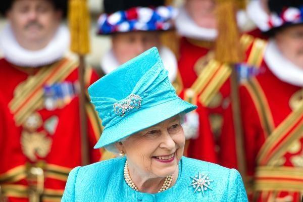 Elizabeth II, minėdama valdymo 60-metį, dėkoja savo pavaldiniams