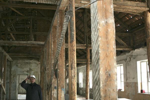 Šv.Jurgio Kankinio bažnyčia pasipuošė įspūdingu kryžiumi