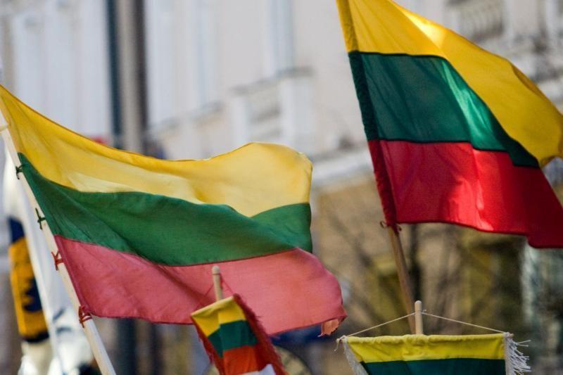 E.Lucasas: Lietuva valstybingumą turi stiprinti dabar