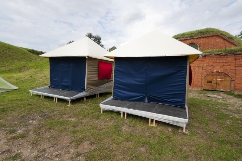 Kauno palapinių miestelyje – 50 sirgalių