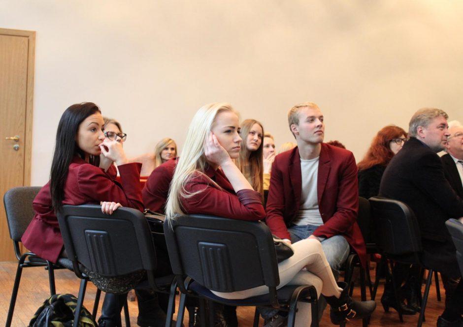 Prokurorai, teisėjai su gimnazistais ir studentais susikovė protų mūšyje