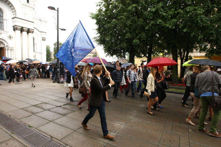 Studentai: nesvarbu, kad lyja, šiandien – šventė