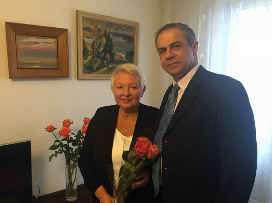 Izraelio ambasadorius pasveikino Vanago dukrą