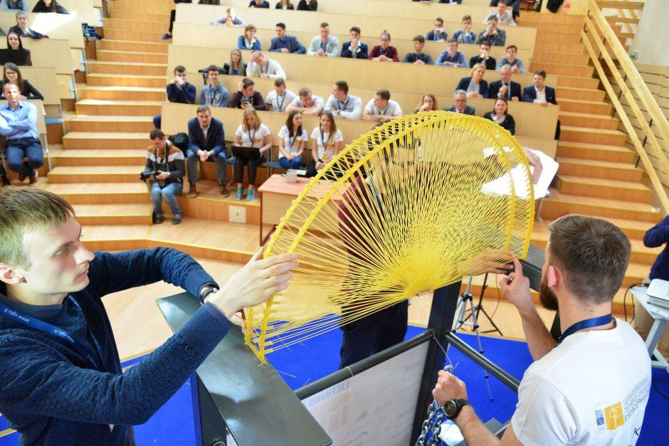Moksleiviai nušluostė nosį studentams rekordininkams