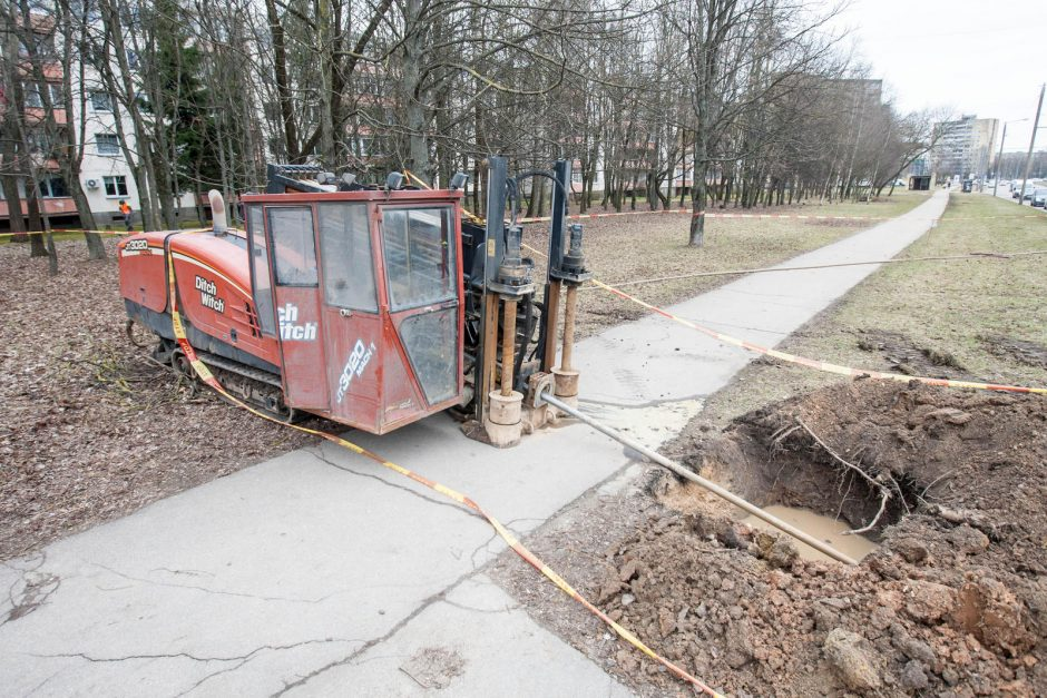 Taikos pr. įrenginėjant perėją pažeistas dujotiekio vamzdis