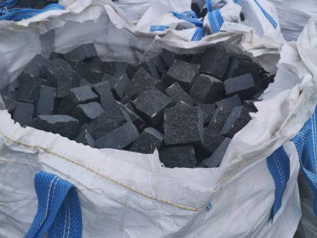 Skelbimas - Skaldytos granito akmens masės trinkelės!!!