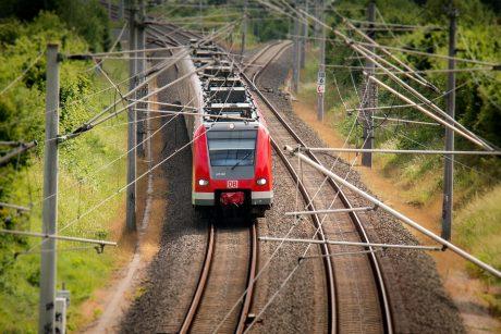 Siekiama didesnių kompensacijų keleiviams už traukinių vėlavimą