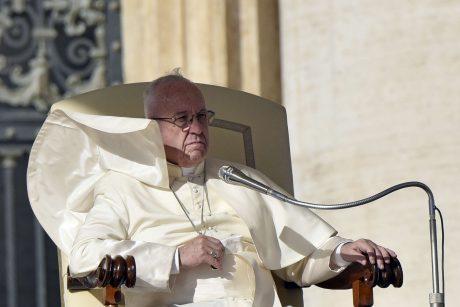 Popiežius gynė vieną Čilės vyskupą, apkaltintą priekabiavimo dangstymu