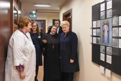 Prezidentė užsuko į Vilniaus hospisą