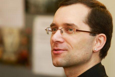 Susipažinkite: Šančių kunigas su auskaru