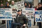 Prie Seimo mitingavo dirbantys neįgalieji