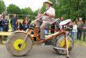 Pasiekimas: sunkiausio pasaulyje dviračio idėjos autorius – jau tryliktą Guinnesso rekordą pasiekęs Degaičių seniūnas A.Kontrimas.
