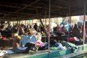 Pernai į Minijos gatvėje esantį turgelį miestiečiai atitempė daugybę nereikalingų drabužių. Ko pasirinkti turėjo ir jauni, ir seni.