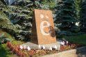 Atidengimas: 2005-ųjų lapkričio 3-iąją iškilo 205 cm aukščio raudonojo granito stela.
