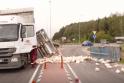 Neįprastas eismo įvykis: Alytuje kelią užblokavo vištos