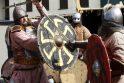 Auka: senovės lietuviai ir prūsai po sėkmingos kovos į nelaisvę paimtus karžygius aukodavo gyvus pagonių dievams.